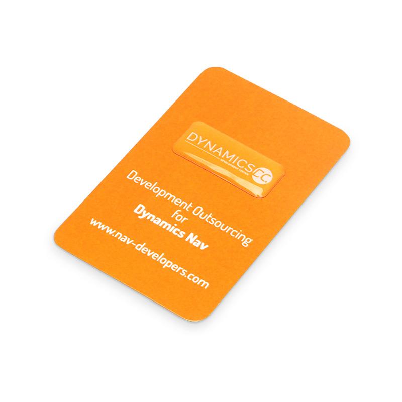 Naklejka na kamerę żywiczna pomarańczowa z nadrukiem białego logotypu